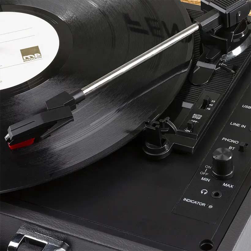 Odtwarzaj muzykę na gramofonie.